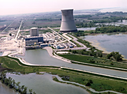 The Davis-Besse reactor near Toledo, Ohio is undergoing a $600 million facelift. Can that save this decrepit reactor? Photo by NRC.