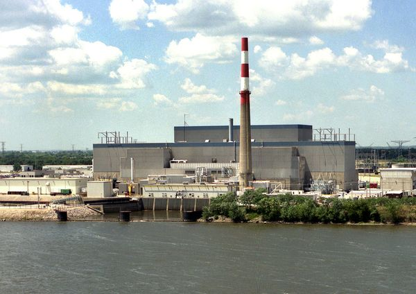 Exelon has threatened to close its GE Mark I reactors at Quad Cities. Yes, they're uneconomic, but they're not safe either. Exelon should make good on its threat; instead it's seeking a massive ratepayer bailout.