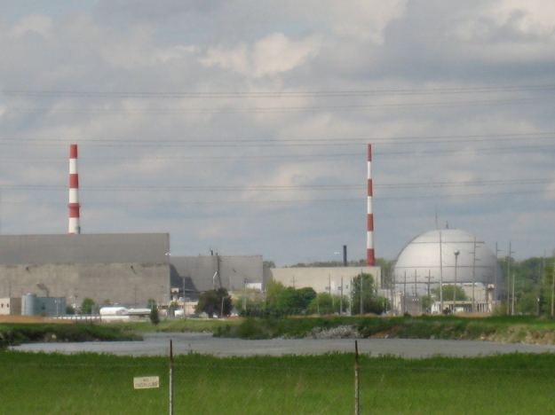 Exelon's Fukushima-clone Dresden nuclear complex (Unit 1, on the right, has been closed since 1978 as it couldn't meet safety regulations).